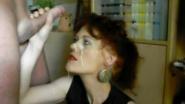 Preciosa dama madura follada por el coño porno italiano traducido al español