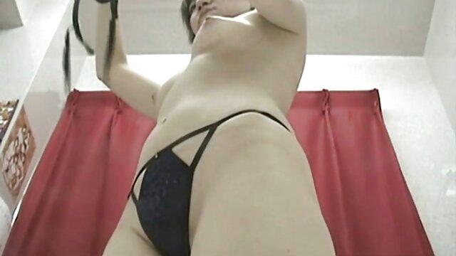Tetona amateur Helena en un trío hardcore video hentay en español