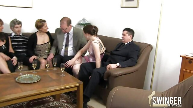 Enorme tetas grandes señora de porno audio español la limpieza en medias follada puño