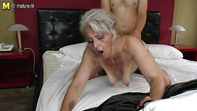 MILF gorda dibujos xxx español cachonda juega con ella misma y se folla a un chico