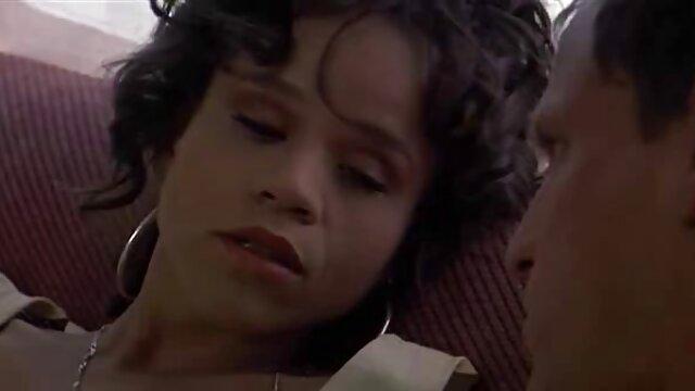 La rubia Lovisa Fate recibe una carga de esperma caliente porno traducido a español en la cara