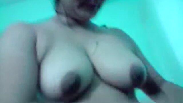 La cara de la amante se videos xxx de espanolas sienta en el esclavo por el olor del coño y el cuero