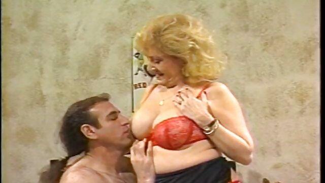 Abuela rubia disfruta nuevo porno español follando dos pollas