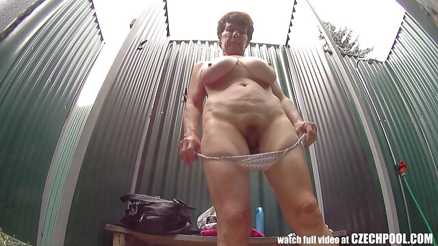 Lisa Risa Akikawa tomando poreno español una ducha nudenaked oppaikintamadick