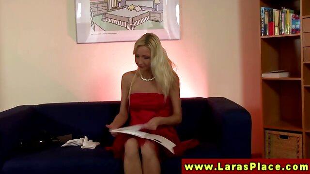 Sapphix presenta a Zara en una videos gratis pornos en español escena de masturbación en solitario