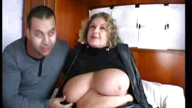Posh Mature Lady pone los cuernos a su cansado porno latino espanol marido con Gigolo
