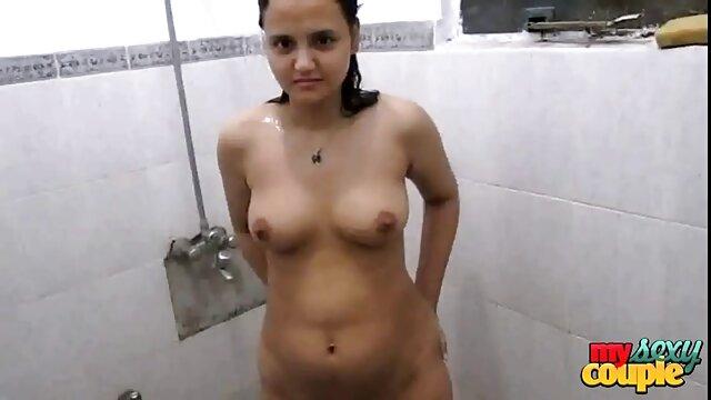 Ébano porno español nuevos botín chicas chupar en trío