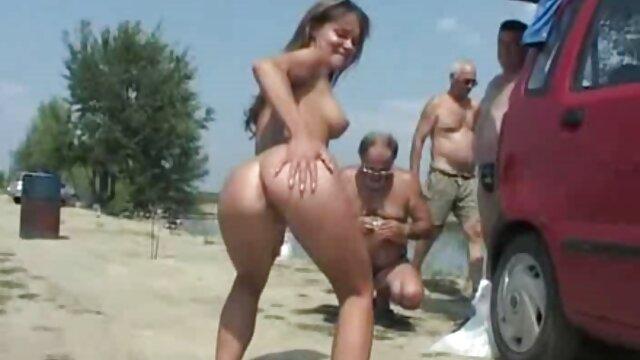 Morena pechugona videos españolas follando se masturba después de que le quiten las bragas blancas de nailon