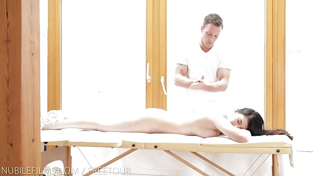 Rachel porno em espanol Roxxx controlando el coño de Kara Faux