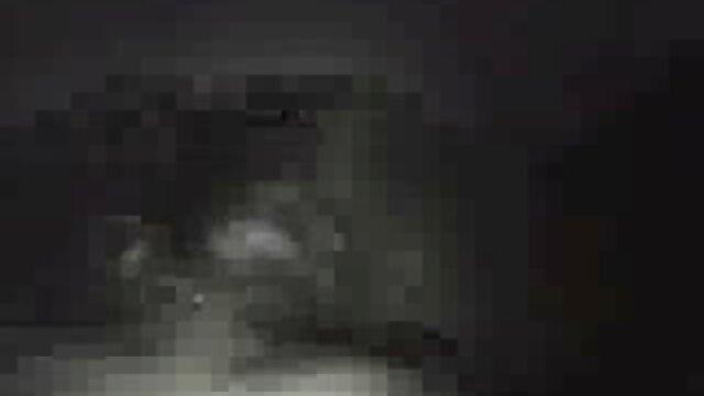 Japonesa joven pormo castellano hermana pillada masturbándose
