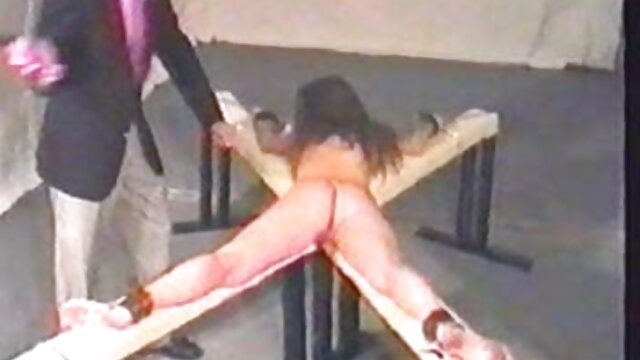 Sapphix porno en español subtitulado presenta a Leoa en una escena de masturbación en solitario
